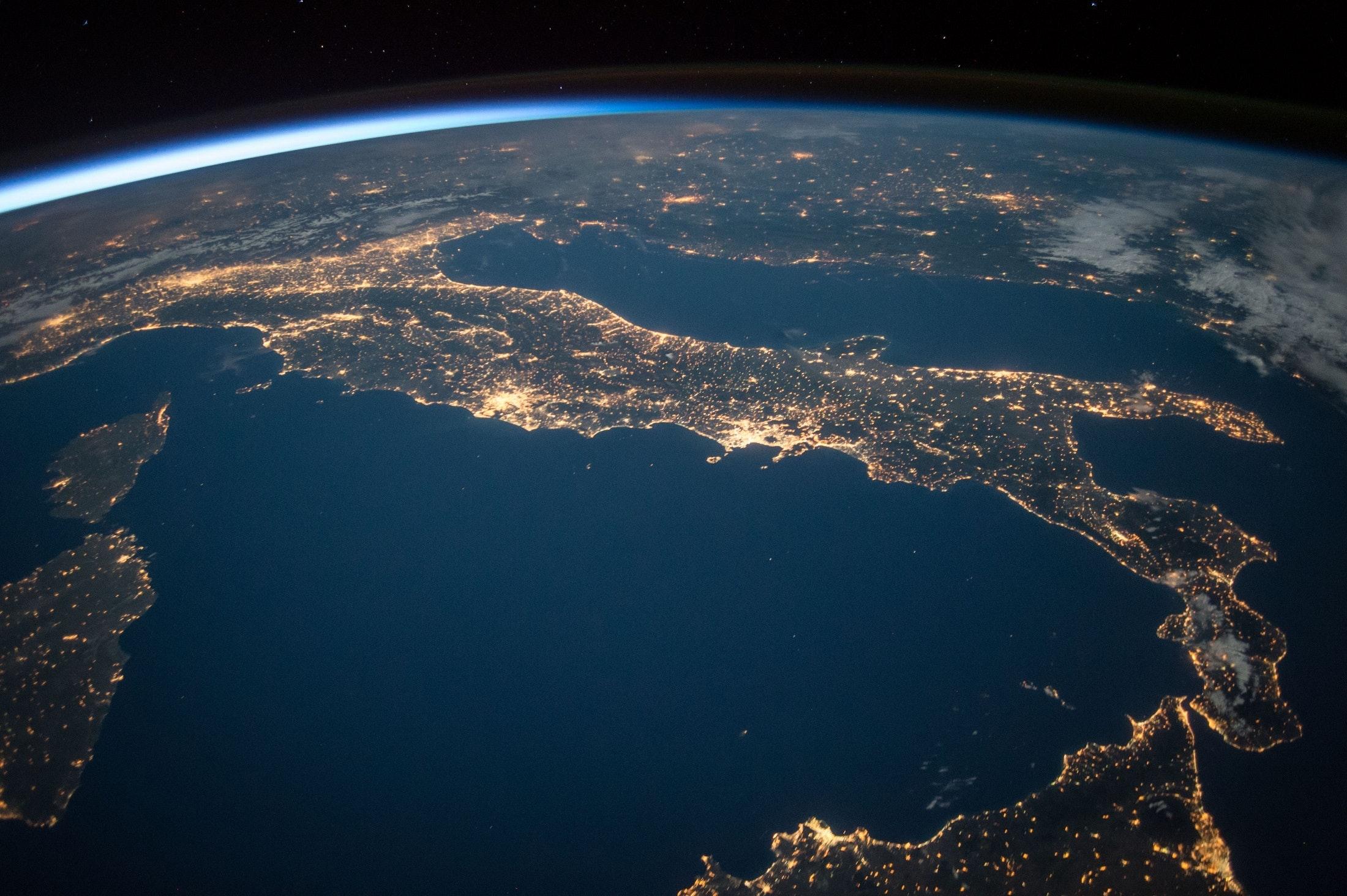 roberto paura space economy